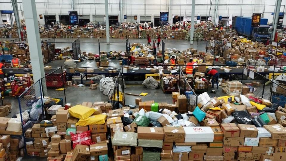 Vận chuyển hàng hóa và mua hộ từ Ontario , Mỹ về Việt Nam giá rẻ, uy tín, tiết kiệm